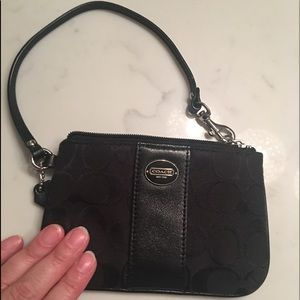 Coach wristlet monogram black